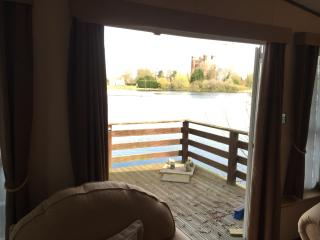 Lake Side Caravan with Stunning views Tattershall