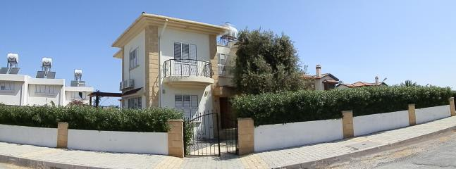 Spacious villa ideally located to access Kyrenia town & surrounds