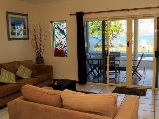 La Riviera-Lounge to verandah