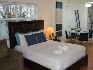 $69 Studio one block to the beach Casita 2, Miami Beach