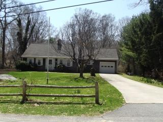 Woods Hole 4 br/2bath cape, fantastic location