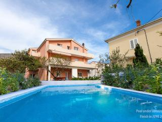 APARTMENT MARINO WITH PRIVATE POOL 6+2, Podstrana