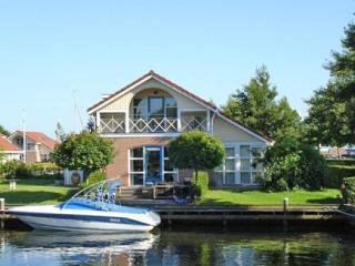 Bungalow 2, waterfront, wheelchair OK, launch boat, Workum
