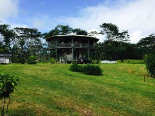 Tropical Round House on Big Island of Hawaii, Pahoa