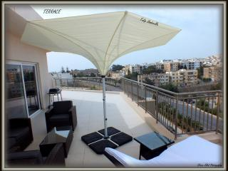 Corner Penthouse in St.Julians with City Views, San Ġiljan