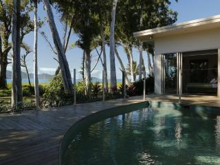 The Boat House - Absolute Beachfront Luxury, Wongaling Beach
