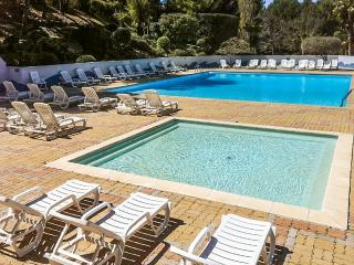 Flat with pool 400m from beach, Sanary-sur-Mer