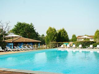 Lakeside Luxury Villa at Etang Vallier Resort, Brossac