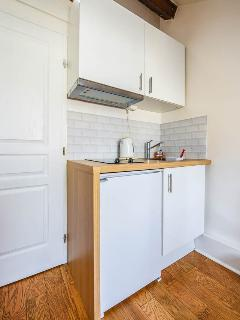 The kitchen, white and fully-equipped