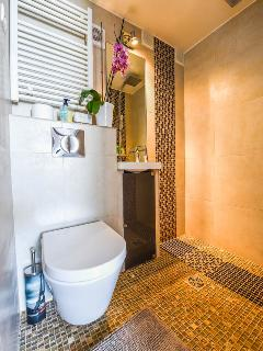You'd like to spend time in this bathroom