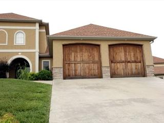 Valley View Villa II-This luxurious 3 Bed villa is located at Branson Creek, Hollister