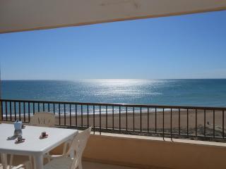 Ref 109.- 1ª línea de playa con preciosas vistas al mar. Con pkg y piscina