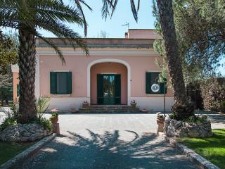 Villa 9 posti, pool, tennis, free wifi, a/c, PS4, Galatina