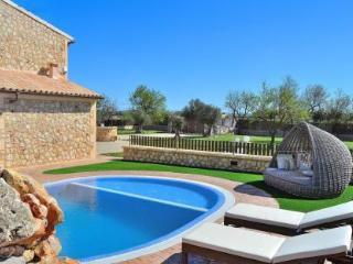 065 Fantastic mordern Mallorcan finca with pool