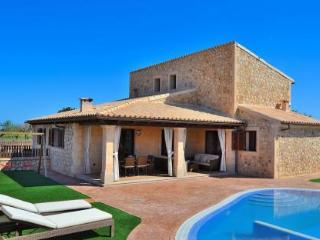 065 Fantastic mordern Mallorcan finca with pool, Búger