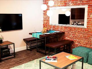 .Amazing Two Bedroom Loft. Best Location - Book TODAY!, Nashville