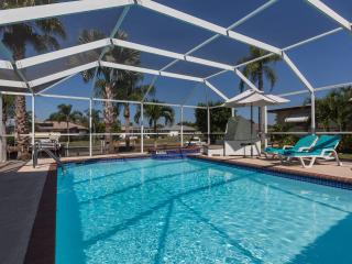 LOFT STIL.PURISTIC.WATERFRONT.ELEC&SOLAR POOL.SPA., Cape Coral