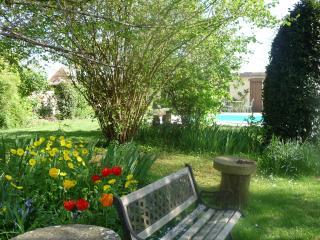 Charming Cottage adjacent to owners Estate, Dieulivol