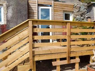 BEACHCOMBER'S COTTAGE, pet friendly, character holiday cottage, in Millbrook, Re