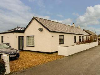 TEGFAN, detached bungalow, en-suites, woodburner, parking, garden, roof terrace, in Pentraeth, Ref 30037