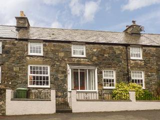 AFALLON, woodburner, WiFi, decked garden with furniture, near walks and mountain biking, near Dolgellau, Ref 916309