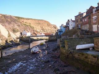 BELLEBECK, close to the coast, WiFi, character cottage in Staithes, Ref. 920277