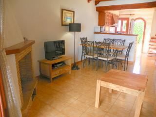 Living room, air conditioned, open kitchen, flat screen TV, WiFi, dining corner