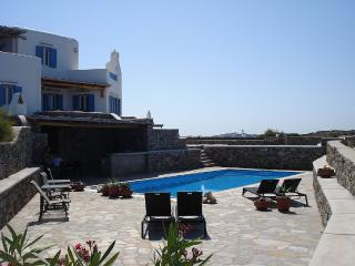 Spacious villa with sunset views, Ornos