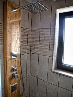 the jakuzzi shower, which has view to the sea!