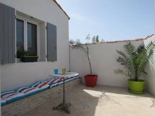 Maison cheray labelisée 5* avec piscine chauffée privée adapté aux PMR