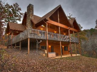 Cozy New Cabin nestled on 5 Acres, Year Around Mtn Views, WIFI, Blue Ridge