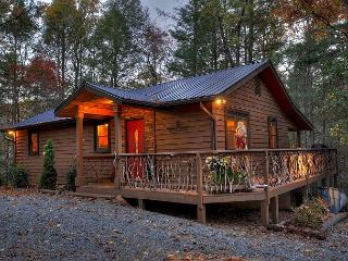 Tranquilty and Peace at this Mountain Cabin -  a stones throw to Toccoa River, Blue Ridge