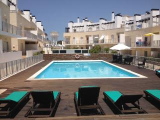Great Flat with Pool only 500 Meters to beach, Tavira