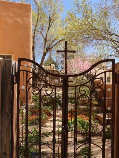 gate to front gartden