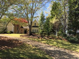 Lovely home in relaxing setting, Johns Creek