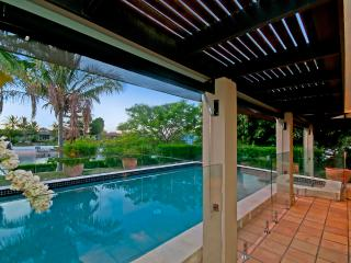 4 Bedroom Waterfront Holiday Home - Bal Harbour, Broadbeach