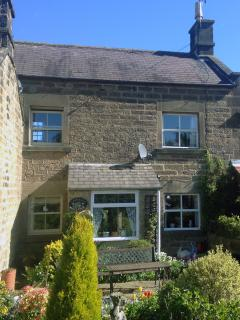 A beautiful Country Cottage built in 1780 in the heart of the Peak District