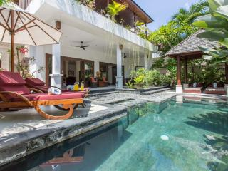 2 bed villa close to Seminyak Beach