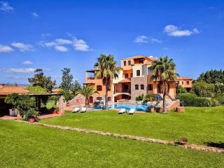 8 Bedroom Mansion accommodates up to 20 guests, Maleme