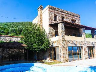 Ale Luxury Villa, Torba
