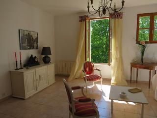 Maison avec jardin dans village, Laragne-Monteglin