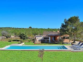 094 Beautiful finca with pool and several terraces