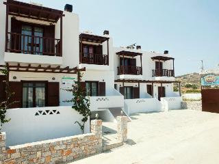 Maestralia Residences Skyros, Molos