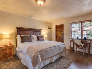 Casita Amor - luxury studio just a short walk to the Plaza and Canyon Rd, Santa Fe