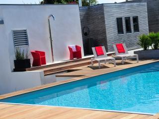 Maison lkh design, Bugueles, piscine box à chevaux, Penvenan