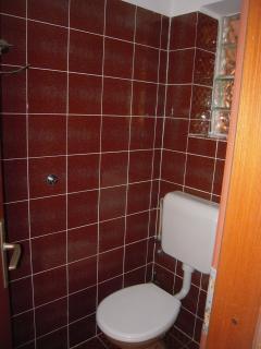 Bathroom 2nd, details