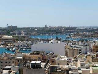030 Astounding views Sliema 2-bed pth with terrace