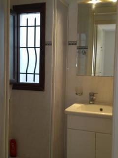 Shower room no1