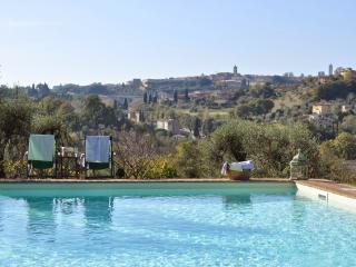Luxury villa with pool and jacuzzi in Tuscany