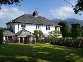 Riggside, Modern, Spacious, Large Gardens, Parking and Panoramic Mountain Views., Portinscale